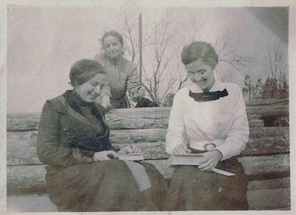 Are you finding all the genealogy clues hidden in your old family photos? Use those vintage photos of your ancestors to learn more about your ancestors. #imagealiance #realcamerasrock #genealogy #familyphotos